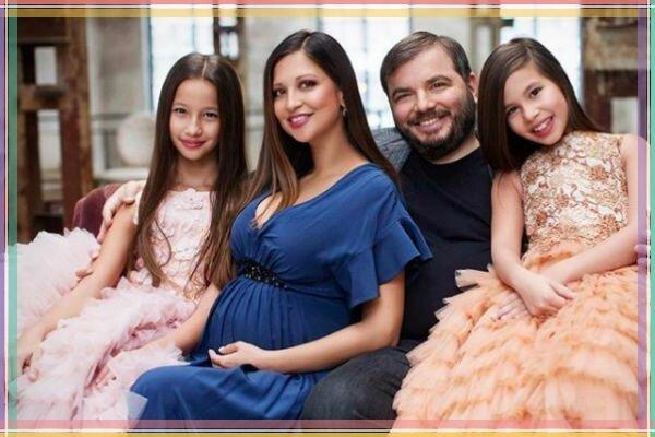 Яна Батыршина с супругом и детьми.