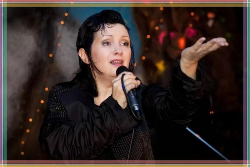 Ирина Шведова на сцене.
