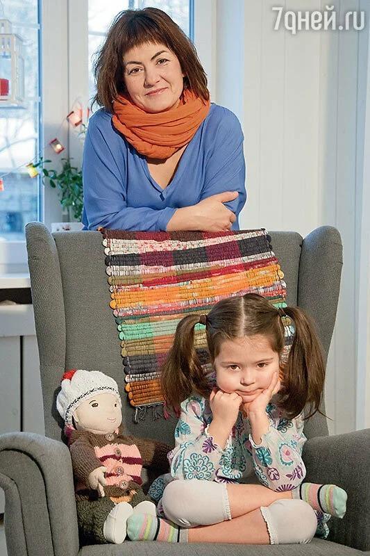 Елизавета Кулиева с дочерью.
