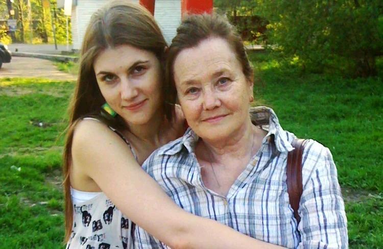 Жанна Прохоренко с внучкой Марьяной Спивак.
