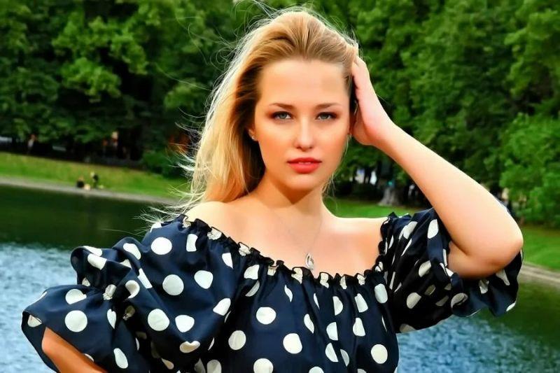 Красивая, целеустремленная, талантливая Аглая Шиловская. Фото Яндекс.Картинки.