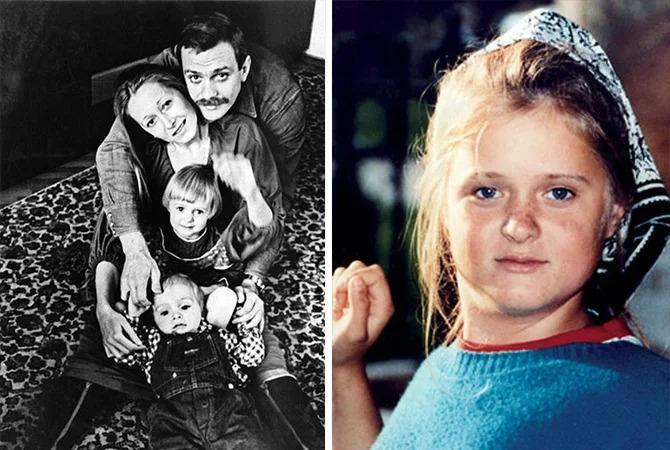 Анна Михалкова в детстве. Слева с родителями и братом Артемом
