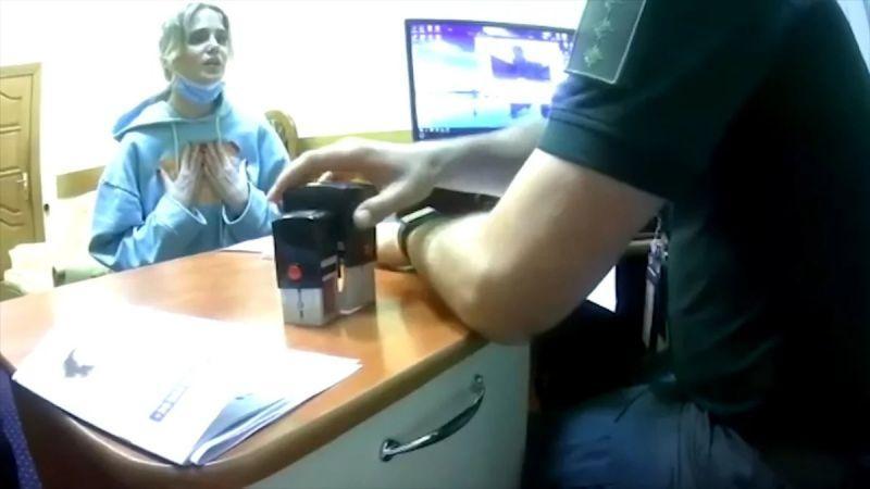 Глюкоза уверяет украинских пограничников, что Крым для неё украинский.