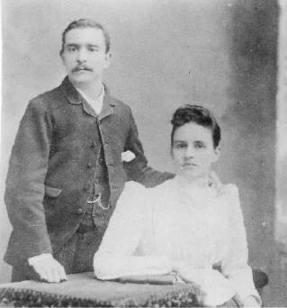С женой Атоль